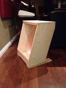 木工ならお任せあれ、お手製ラックケース登場